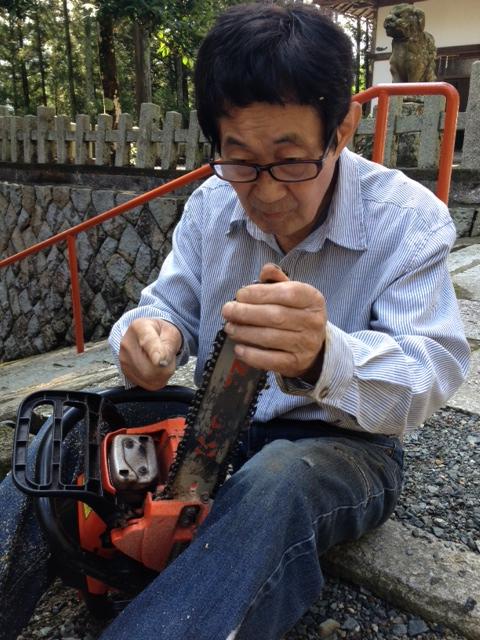 作業と作業の間には、道具のお手入れタイムがあります。