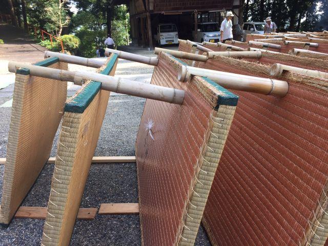 N氏製作。この竹の棒があるから「ストップ、畳ドミノ!」です。 ここだけの話、ドミノもけっこう楽しみだったんですけどね。ここだけの話です。
