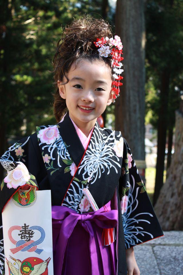 髪型もアイラインも笑顔も裏拍リズムみたいでかっこいい。そう、私は京都北部のヒップホッパー。 ズンズッ ダーン、ズンズッ ダーン・・・。誰にもお見せはできませんが、リズムを感じてついつい小窓も踊りだしてしまいました。
