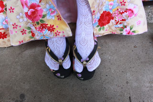 小窓さんの七五三ひとくちメモ。 知ってましたか?こんなレーシーな足袋があることを。