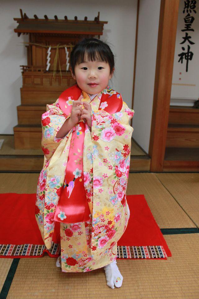 あたしは足袋に施したヒヨコの刺繍で小窓さんのハートをわしづかみ。 じっちゃんはじっちゃんで、ユーモアあふれる言動を繰り返し、小窓さんのハートをざわつかせていました。